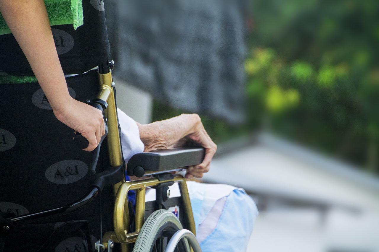 Regione Lombardia, assegno per chi assiste disabili gravi: ecco come richiederlo - Featured image